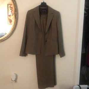 2 piece woman's pant suit.  Size 8